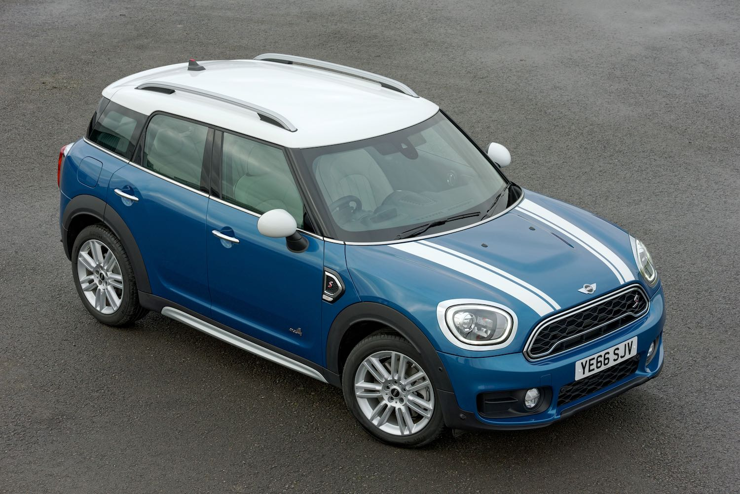 Jonathan Humphrey reviews the New MINI Countryman for Drive.co.uk-11