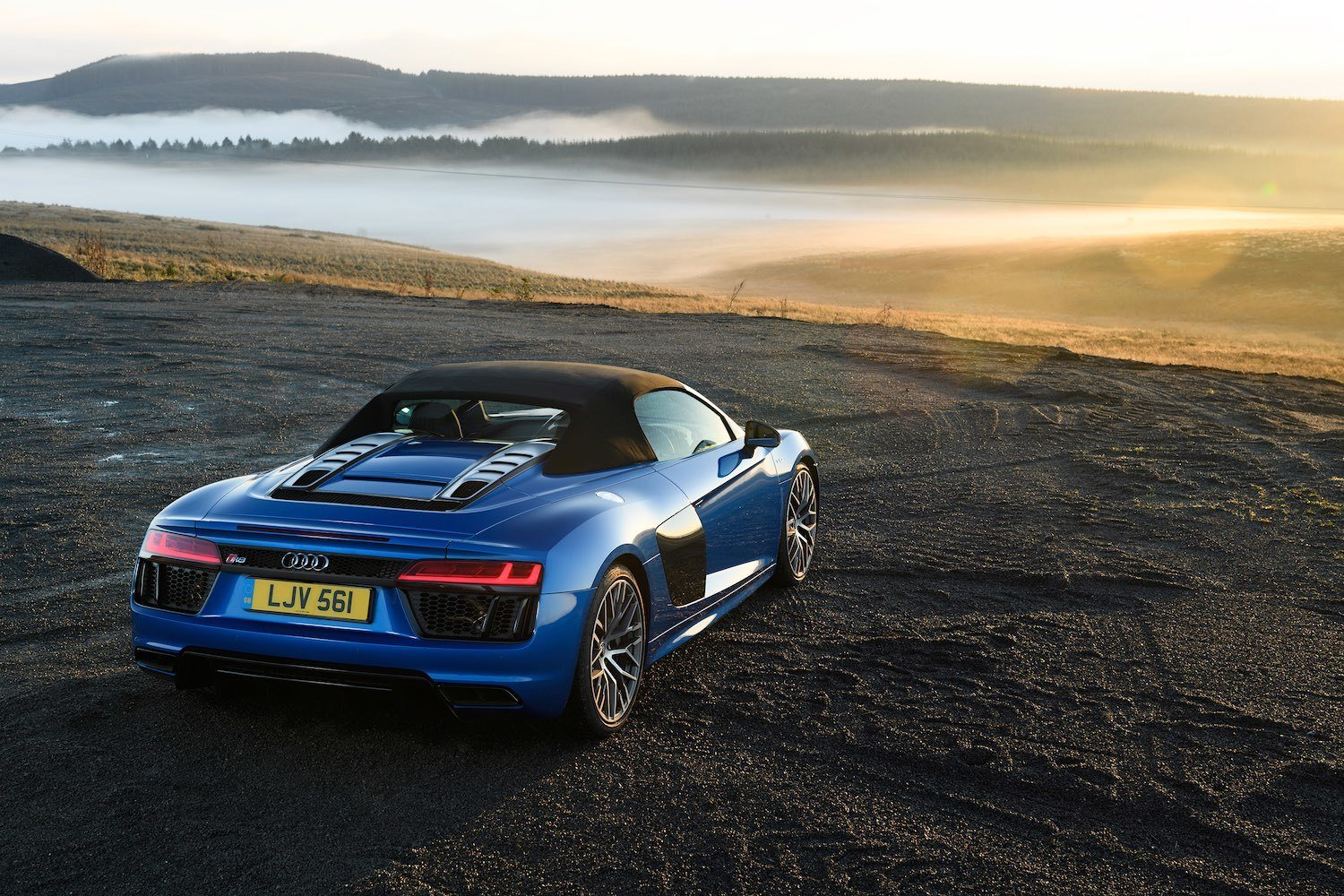 Jonathan Humphrey drives the sensational Audi R8 Spyder for Drive 3