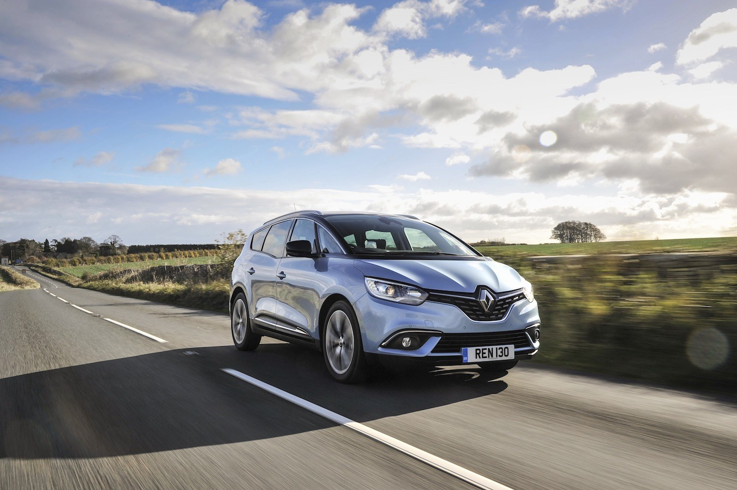 Neil Lyndon reviews the lates Renault Scenic for Drive 19