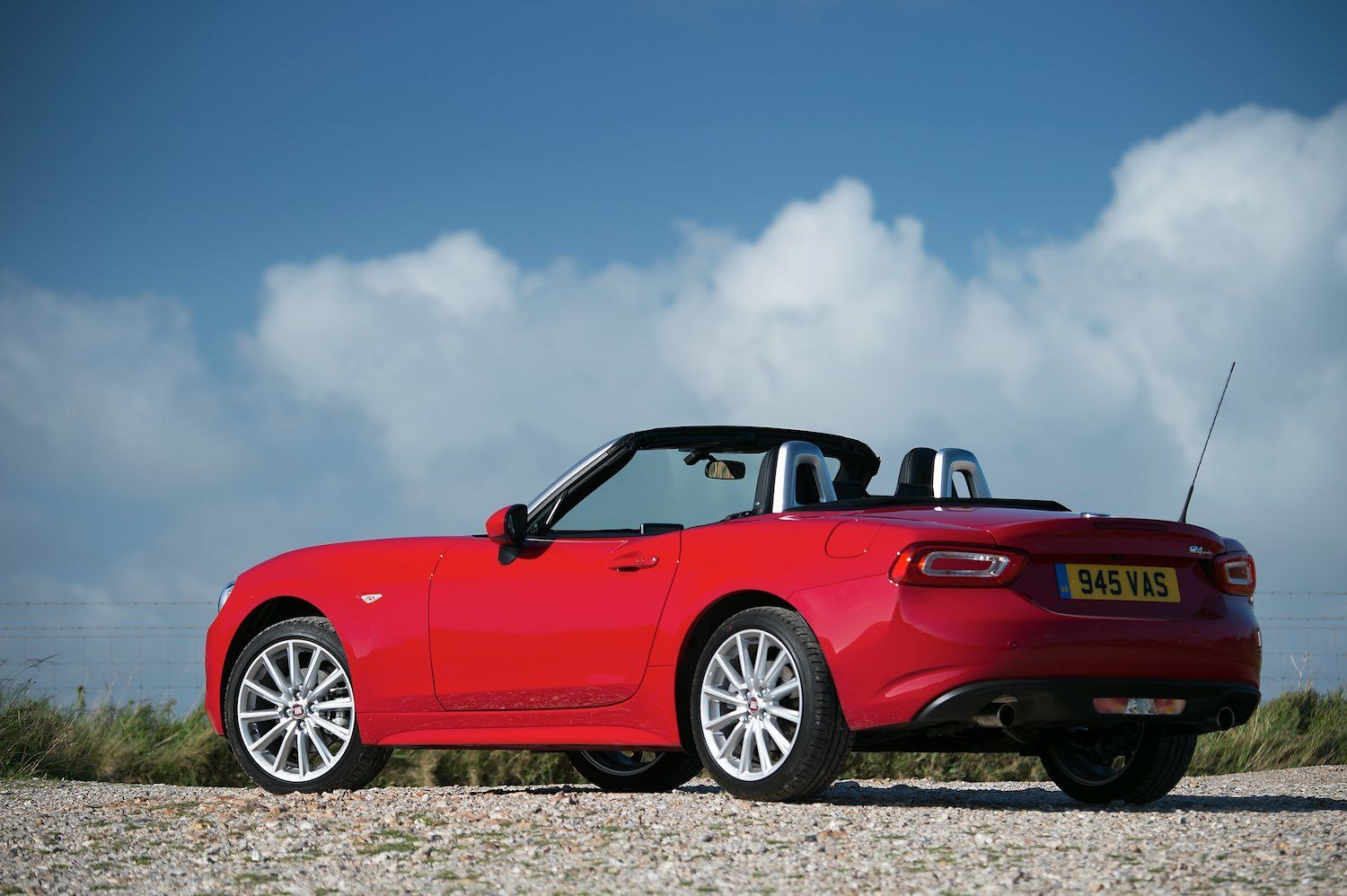 Tom Scanlan reviews the Fiat 124 Spider for Drive 10