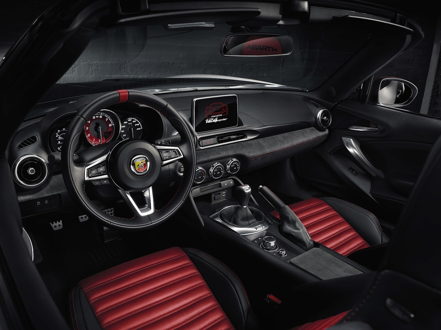 Jonathan Humphrey reviews the Abarth 124 Spider for Drive 15