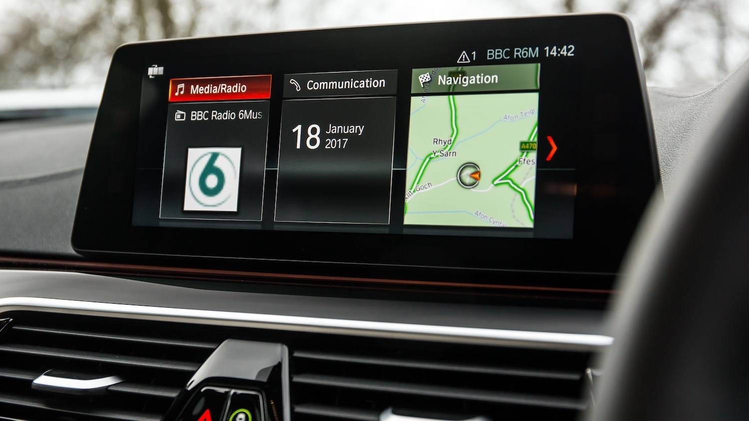 BMW 530d M Sport reviewed by Tom Scanlan for Drive 16