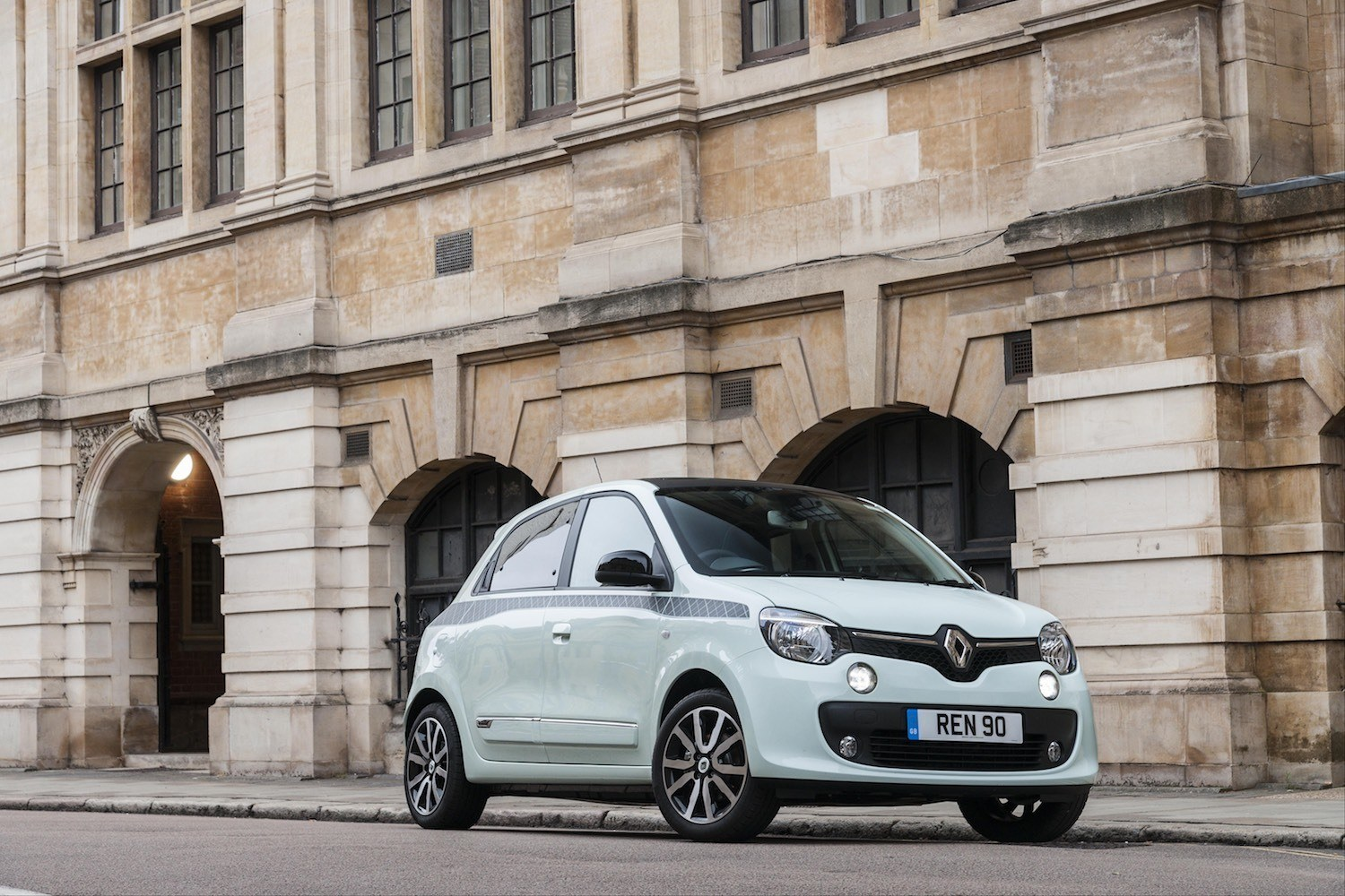 Lisa Richardson-Humphrey reviews the Renault Twingo Iconic for Drive 3