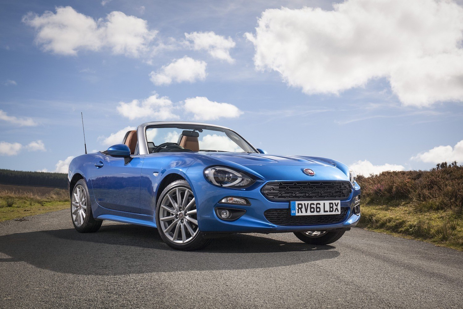 Neil Lyndon reviews the Fiat 124 Spider Lusso Plus for Drive 4
