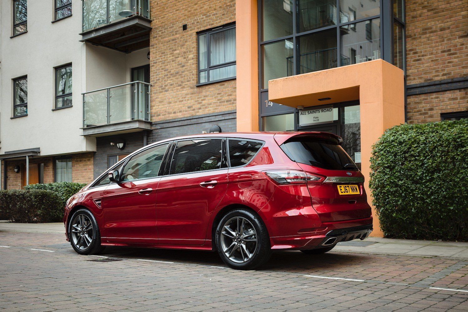 Neil Lyndon reviews the Ford S-Max for Drive 3